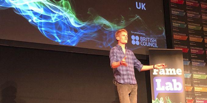 El representante de Reino Unido gana la final internacional de FameLab